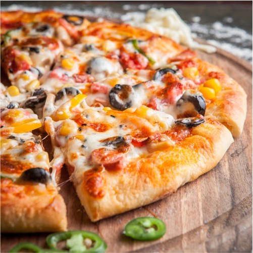 side view pizza with chopped pepper board cookware 1